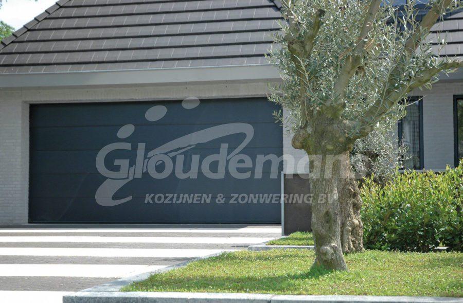 garagedeuren bij Gloudemans Kozijnen en Zonwering